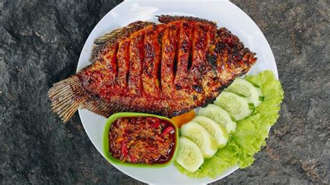 Resep ikan bawal bakar mudah dan enak. Resep Ikan Bakar Madu - Lifestyle Fimela.com
