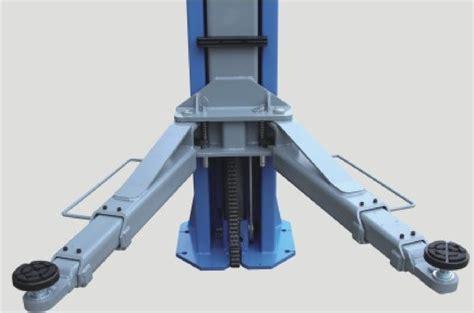 Divu kolonu elektrohidrauliskais pacēlājs ar magnētisko ...