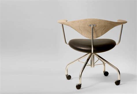 pp swivel chair designed  hans wegner twentytwentyone