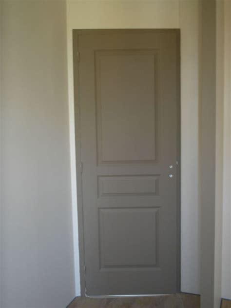 peinture porte bois interieur les 25 meilleures id 233 es de la cat 233 gorie peindre des portes sur portes de peinture
