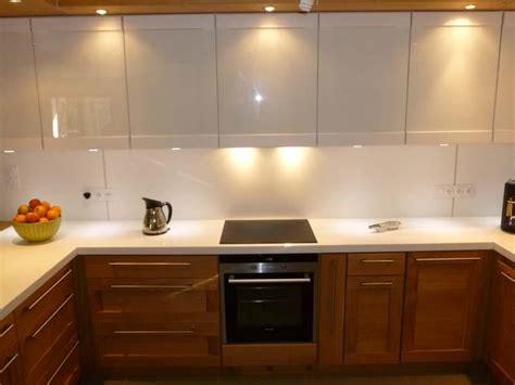 cuisine moderne blanc et bois cuisine bois et blanc laqué le bois chez vous