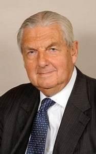 Patrick Mayhew - Wikipedia