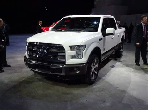 ford   debuts  detroit brings   liter