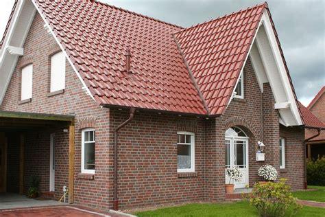 Modernes Haus Weiße Fenster by Roter Klinker Rotes Dach Wei 223 E Fenster Rund Ums Haus