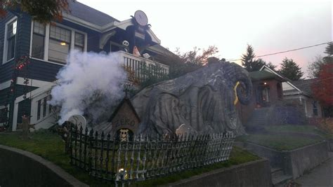 25 halloween outdoor decorations that will definitely make