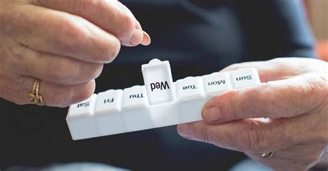 antiretroviral hiv drugs side effects  adherence