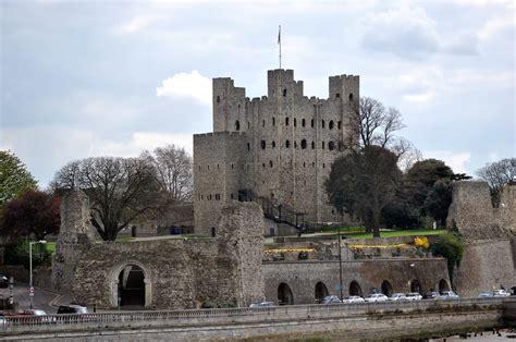 rochester castle kent strategically  astride  lon flickr