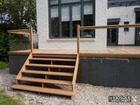 terrasse bois en hauteur avec garde corps et escalier le kiosque am 233 nagement r 233 novations