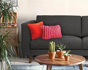 personnaliser un canape gris fonce avec des coussins With tapis de course avec canapé et pouf