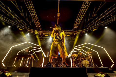 billie eilish milano  recensione  foto del concerto del  febbraio
