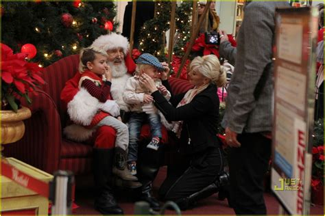 Full Sized Photo Of Gwen Stefani Santa Claus 16