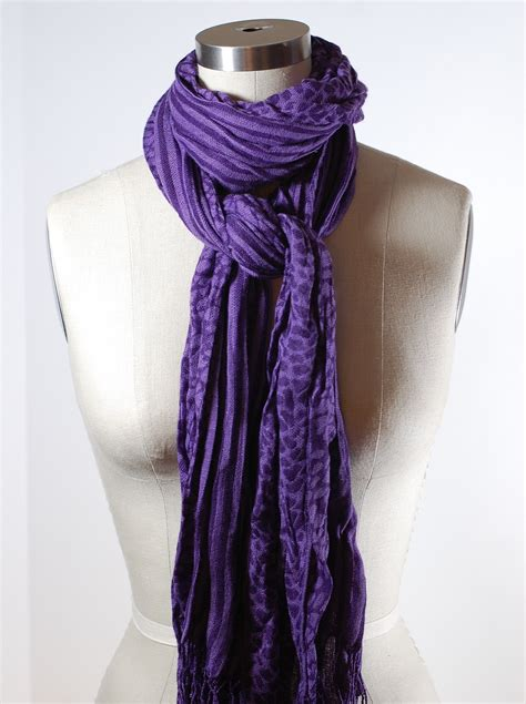 ways to drape a scarf 59 wrap scarves around your neck scarves around