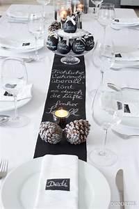 Tischdekoration Zu Weihnachten : festtafel zu weihnachten tischdekoration mit tafelfarbe ~ Michelbontemps.com Haus und Dekorationen