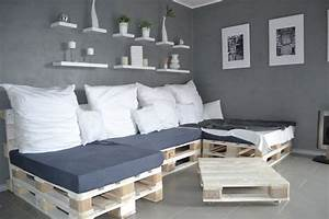 Dreier Im Bett : paletten sofa selber bauen wirklich so einfach ~ Frokenaadalensverden.com Haus und Dekorationen