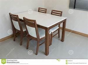 Table De Salle Manger En Bois Photo Stock Image 40229418