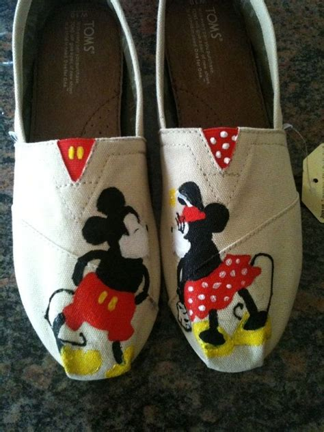 hand  disney toms  dittmore designs custommadecom