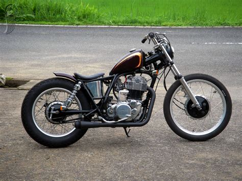 Yamaha Sr400 Brat Bobbers By Duck Tail Garage