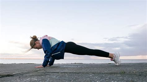 The Minute Bodyweight Workout You Can Anywhere
