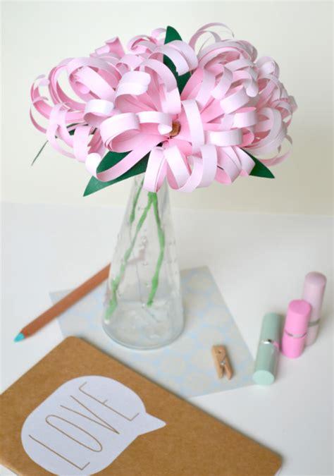 fiori con carta come fare una decorazione con petali di carta tutorial