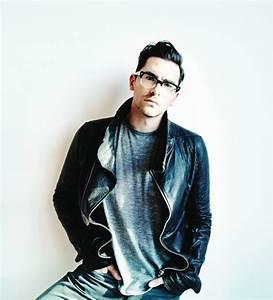 Dan Levy: Born This Way - Flare