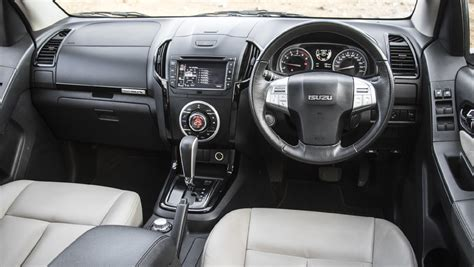 Isuzu Mux Photo by Isuzu Mu X Photo Isuzu Mux Interior Image Carwale