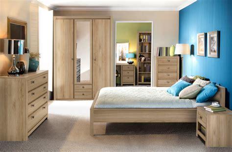 armoire chambre à coucher armoire 4 portes 2 tiroirs indigo chambre a coucher chene