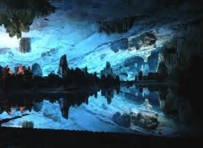 地底湖:深海・洞窟・地底湖の魅力 : 旅 ...