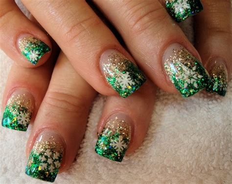 24 Christmas Nail Art Designs