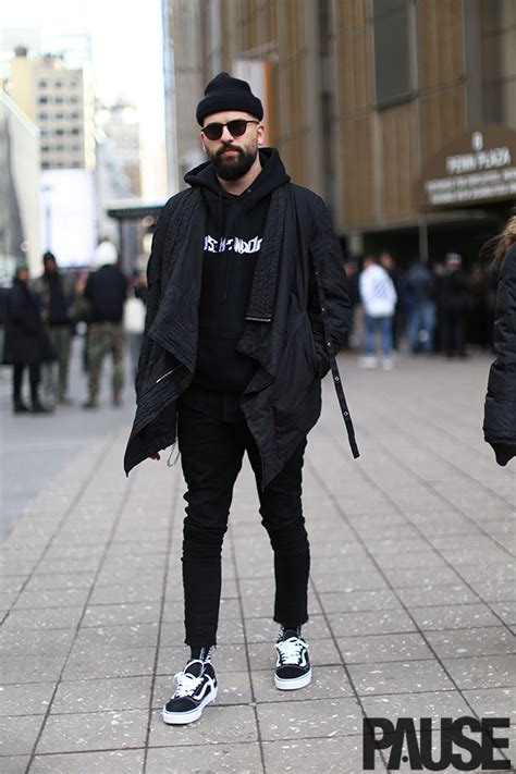 Street Style Shots New York Fashion Week Day Pause