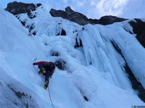 bureau des guides cascade de glace grande voie bureau des guides de luchon