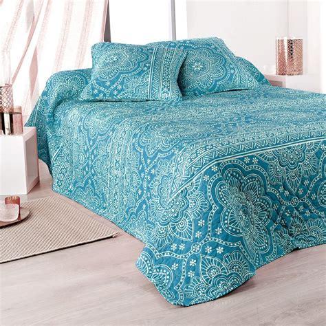 boutis pour canapé les 25 meilleures idées concernant couvre lit bleu sur