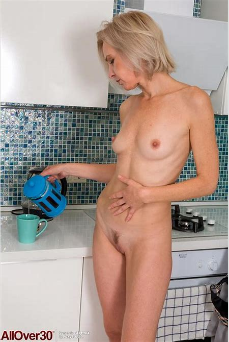 Artemia Mature Wife in the Kitchen