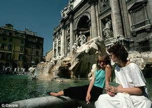 romes trevi fountain coins    authorities crack