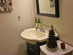 inexpensive bathroom decorating ideas how to decorate your bathroom for room decorating ideas home decorating ideas