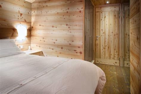 rivestimento soffitto in legno il legno massello protagonista assoluto di una