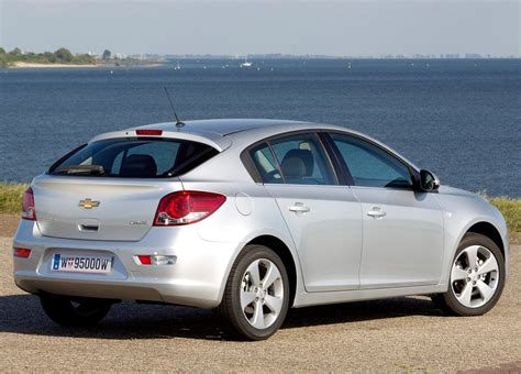 chevrolet cruze hatchback coming  north america