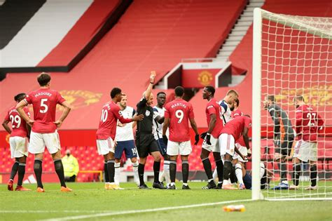 Manchester United players warned not to be 'conned' by ...