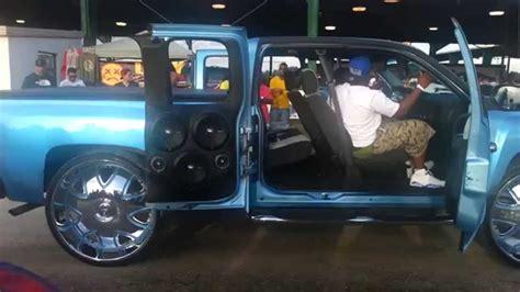 riding big car show  chevy silverado  big stereo