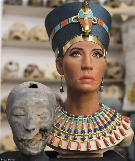 queen nefertiti sculpture