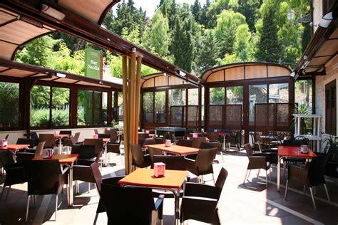 agencement cuisine ouverte abri terrasse restaurant aménagement de terrasse de