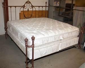 Größe King Size Bed : king size bed w mattress boxsprings ~ Frokenaadalensverden.com Haus und Dekorationen