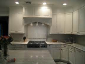 White Kitchen Backsplash with Glass