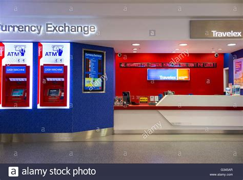 stansted bureau de change airport atm stockfotos airport atm bilder alamy