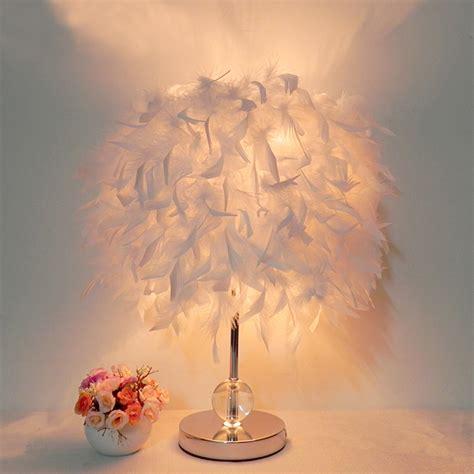 le de chevet lecture chevet salle de lecture salon salon avec blanc de table de plumes le cristal dans les