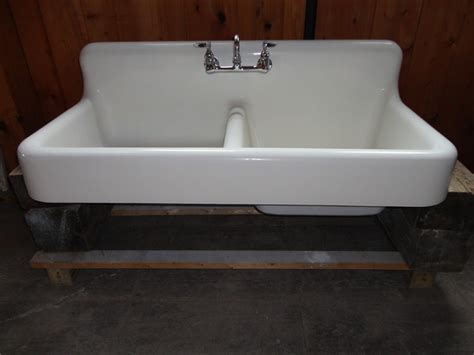 Great Vintage Farmhouse Sink Idea To Give New Look In Your