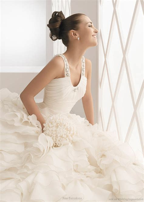 Beautiful Model And Dressed Aire Barcelona Wedding Gowns Wedding Inspirasi