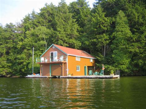 Boat House Ca by Lake Rosseau Boathouse Apartment