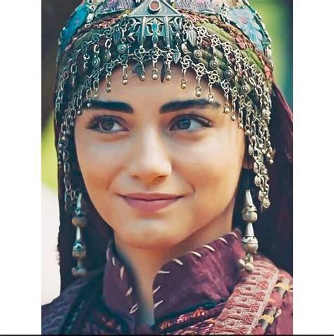 Türkiye diyanet vakfı i̇slam ansiklopedisi'nde bilgilerde ise bala hatun'un hayatı ve kim olduğuna ilişkin bilgi bulunmamaktadır. Pin on Best Actors