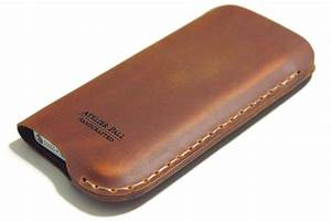 Review: Atelier Pall iPhone Leather Sleeve