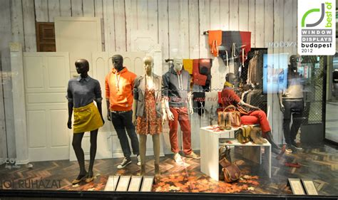 springfield window displays autumn  budapest retail